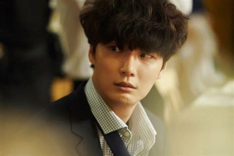 Yoon Shi Yoon Is A Timid Pushover In 1st Stills For New