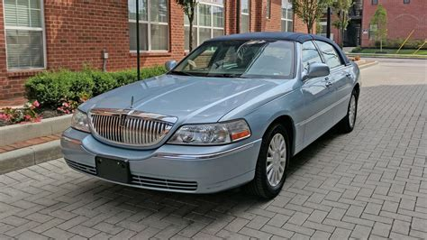 It's Time to Admit the Lincoln Town Car Is the World's