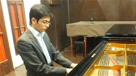 Ariel Lanyi plays Bach: English Suite No