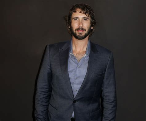 Singer Josh Groban gives Chicago students a surprise of a