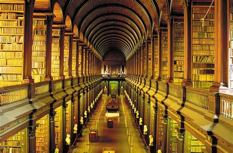 This 300-Year-Old Library Chamber In Dublin Has 200,000
