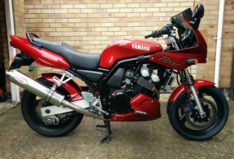 Yamaha FZS600 Fazer, Red, Mint Condition, Best in UK